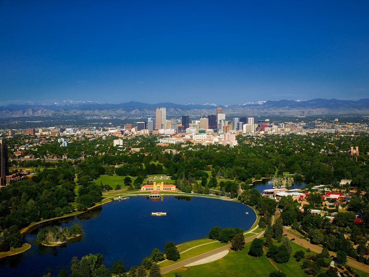 Cheap flights from Burlington to Denver, Colorado from 171$CAD R/T